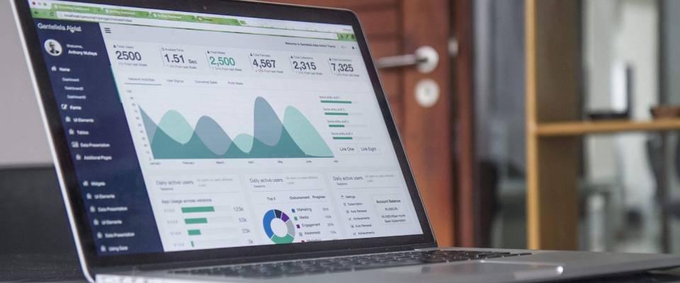 wykresy nasłużbowym laptopie
